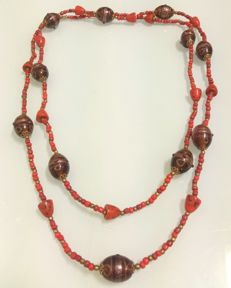 Old and grand Mediterranean coral necklace with murano beads - 139 cm