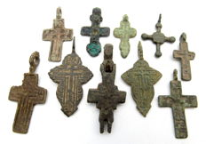 Very Fine Selection of 10 Medieval / Post Medieval Cross pendants - 25-42 mm (10)