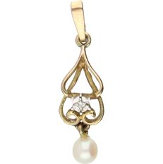 8 kt (BWG) - Yellow gold pendant set with a cultured pearl and a single cut diamond of 0.005 ct in a white gold setting - Length x Width: 24 mm x 7 mm