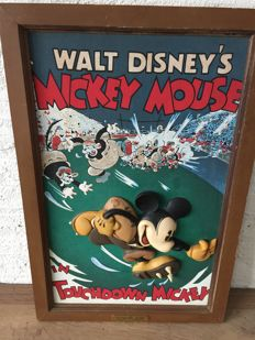 Disney, Walt - Embossed wall plate and figurine - Mickey Mouse - Touchdown Mickey (2001)