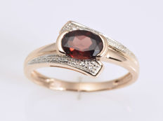 14 kt Gold -  Ring - Garnets and Diamonds Size: 53 (ø 17 mm)