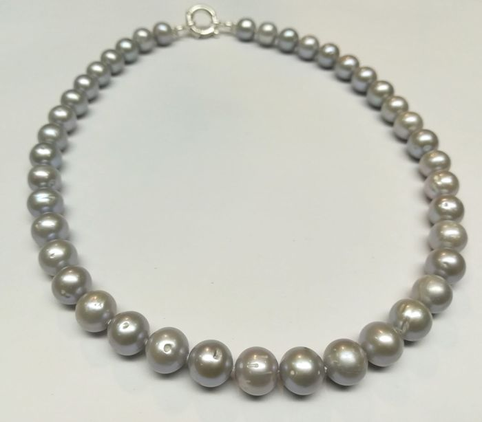 Baroque pearl necklace, fresh water with silver clasp