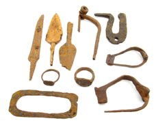 Selection of 10 Roman Legionary Iron Items - Rings, Arrows & Brooches - 19-105 mm (10)