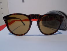 Persol folding sunglasses, vintage from the 1970s.