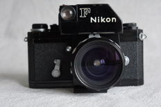 NIKON F Met Photomic en 28mm NIKKOR lens .