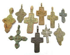 Very Fine Selection of 10 Medieval / Post Medieval Cross pendants - 27-47 mm (10)