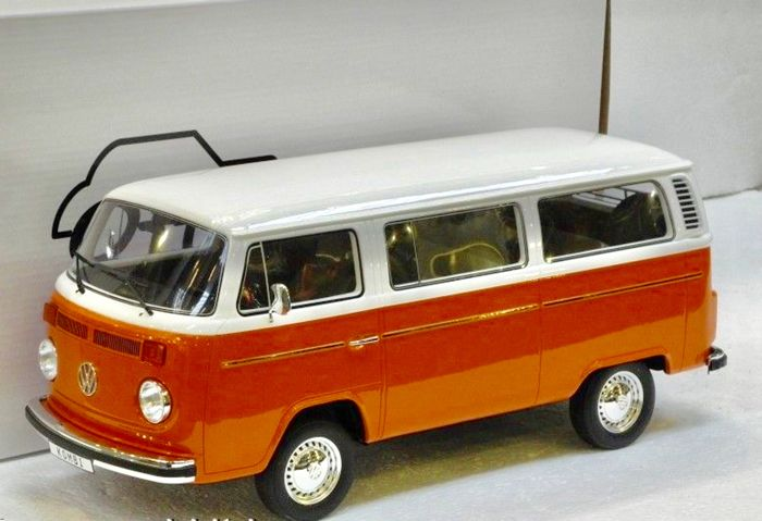Otto Mobile - Scale 1/12 - VW Volkswagen T2 Bulli Kombi - Orange / White - Limited Edition 999 pieces