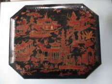 Old lacquered box China 19th century