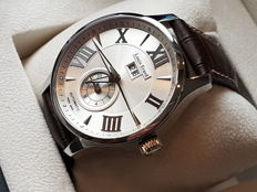 Louis Erard  1931 GMT Swiss made Automatic Watch