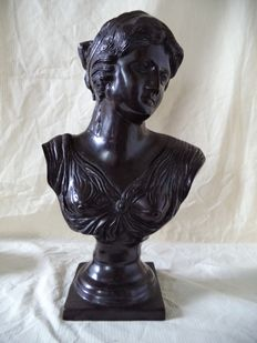 Large bust woman - metal alloy - France/Italy - circa 1930