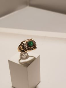 Gold ring with diamond and emerald vintage