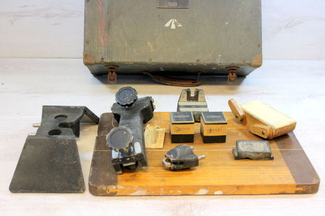 Tripod for mirror stereoscope with 2 lenses in wooden case