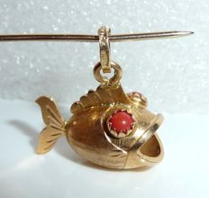 Fish pendant for charm bracelet or necklace 18 kt / 750 gold corpulent fish from Italy; No Reserve Price