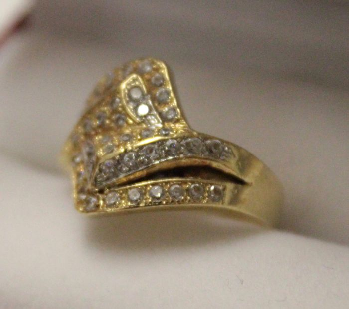 18 kt Yellow gold Moroccan ring  inlaid with zirconia - size 18