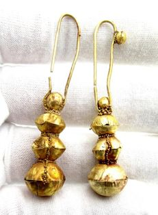 Pair of Viking Period Gold Earrings with Filigree - 57-58mm (2)