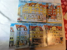 Kibri H0 - 8350/8352/8354/8356/8358 - 5 x different kits with town houses & shops of the 60s/70s.