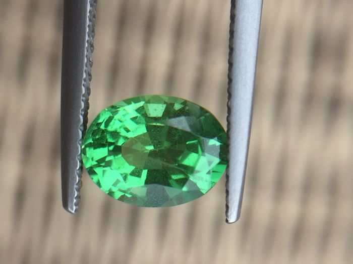 Tsavorite - green - 1.96 ct