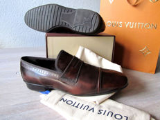 Louis Vuitton - Leather Chelsea Loafer