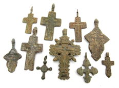 Very Fine Selection of 10 Medieval / Post Medieval Cross pendants - 25-56 mm (10)