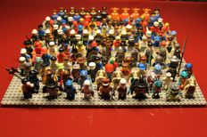 Assortment - 140 Lego mini figures with accessories