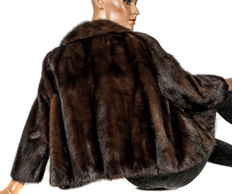 Elegant short dark brown mink jacket with slight Bolero look, mink fur jacket, light all-rounder
