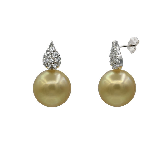 18K White Gold Earrings Featuring 0.2Ct VS G Diamonds and Golden South Sea Pearls ** NO RESERVE PRICE **