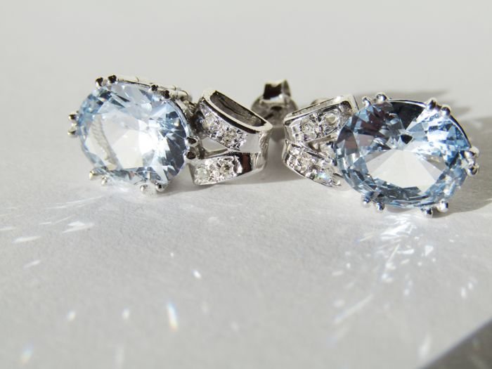18 kt White Gold Earrings with Topazes totalling 6 ct and Diamonds totalling 0.08 ct, G/VS–SI, Italian Design, No Reserve Price