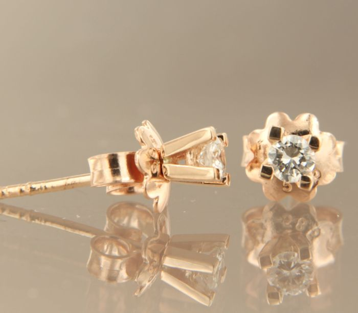 14 kt rose gold ear studs set with diamond, approx. 0.22 ct in total, measuring 3.7 mm wide