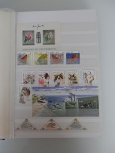 Topical, Fauna and Flora - Collection in stock album - series and blocks + FDCs and maximum cards