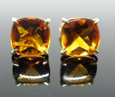 18 kt Yellow gold, big earrings, 2 citrine square-cut 6,00 ct,  Measur. 10 mm.