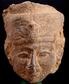 An Egyptian terracotta head of a Pharaoh. ca. 8,5 cm - c. 3,35 inches.