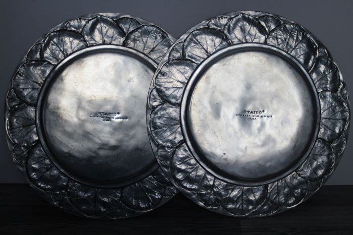 emilio bergamin for tait 2 pewter plates from the 39 natura 39 line catawiki. Black Bedroom Furniture Sets. Home Design Ideas