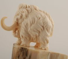 Finely carved Siberian Woolly Mammoth Ivory - 2 Mammoths with ivory pieces and carved ivory base - Mammuthus primigenius
