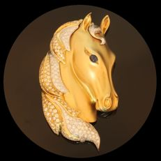 Vintage Horse head brooch in gold, with 269 brilliant cut diamonds, ca. 1970