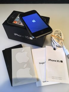 iPhone 3GS - 8GB With Original Box & Accessories