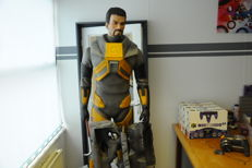 Half-Life 2 Gordon Freeman Lifesize Statue Pick-Up Only