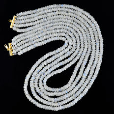 Blue Flash Moonstone necklace with 18 kt (750/1000) gold Clasp, length 50cm.