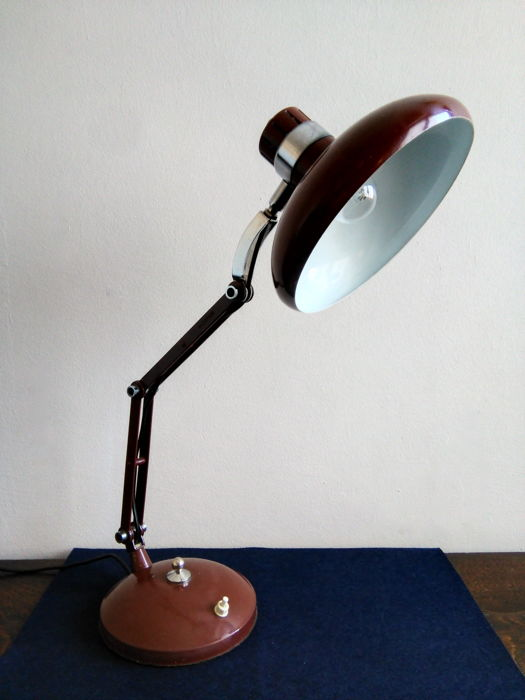 Table lamp with extendible arms