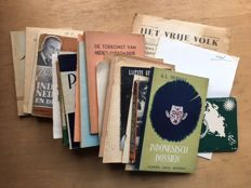 Dutch Indies; Lot with 30 publications about the end of the colonial period – 1935/1958