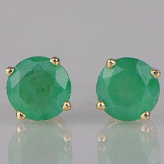 14 kt yellow gold ear posts with solitaire emerald 1.00 ct in total - 5 mm