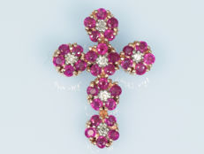 Cross of 14 kt gold with 6 diamond and 30 rubies 20 x 15 mm.