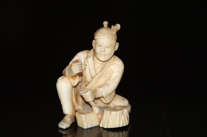 Antique hand carved Ivory netsuke of a man working carving , signed - Japan - ca. 1920-1930