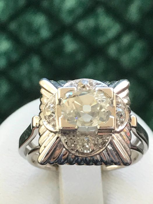 antique ring in 8 kt white gold and platinum set with a diamond of . ct in the centre