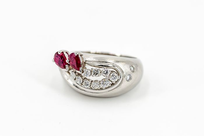Ring - Platinum and 18 kt white Gold - Ruby of 0.40 ct - Diamonds of 0.25 ct - Size 55