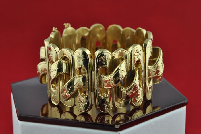 Hand-made 18k Yellow Gold Delicate Bracelet , 1st half of 19th Century, Unique, Authentic and beautifully engraved  - Excellent Antique Condition