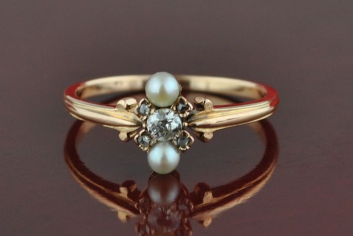 Authentic 19th Century Diamond (tot. +/-0.32 ct cushion + Single cuts) & pearls set on 18k rose gold ring, Fast Shipping