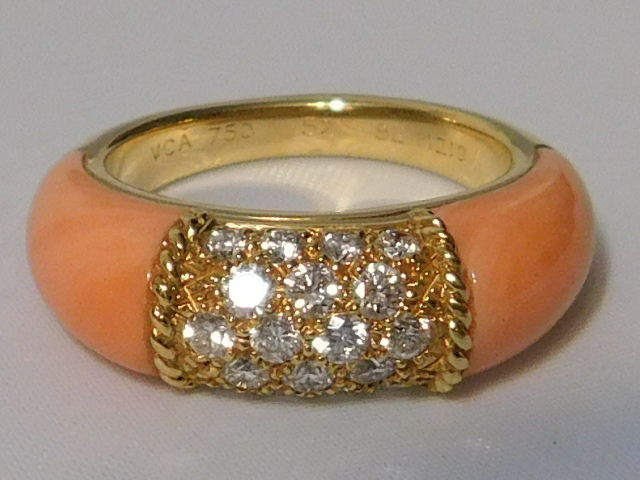 Van Cleef & Arpels - Philippine ring, gold, diamonds and coral. 8.5 g Ring size 52.