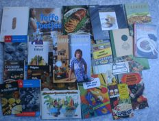 Cook books; Lot with 24 books/brochures - 1964/2002