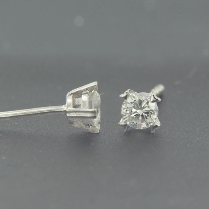 14 kt white gold solitaire earrings set with brilliant cut diamond, approx. 0.30 carat in total