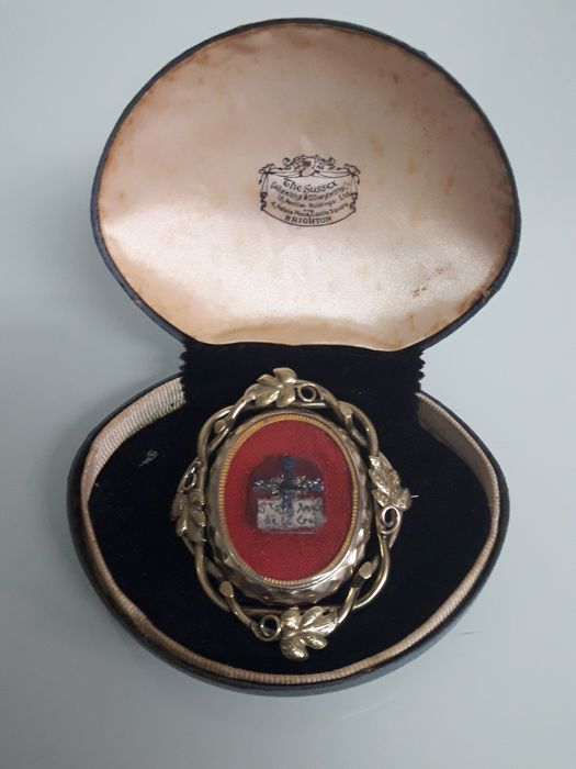 Antiguo Broche Giratorio ( Santa Angela  de la Cruz ) Oro al mercurio
